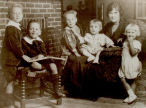 Arla Mary Peabody Guion with her first five children - Dan, Lad, Ced, Dick and Biss