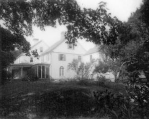 Trumbull House - Grandpa and kids - 1928 (2) Little Driveway view - 1928