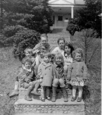 Trumbull House - Grandpa and kids - 1928 (2) Steps and Landings, steps and landings - @1928