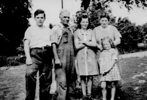 CDG - Uncle Kenneth Peabody, Aunt Nora, Allan, Joyce and Muriel c. 1942