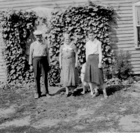 CDG - Peabodys - Uncle Douglas, Aunt Edna, Francis and Felix, Aug., 1934