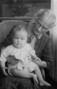 Marian Irwin and gg grandmother - 1915