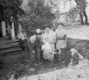 Peabodys - Uncle Kenneth, Aunt Nora, Allen, Joyce and Muriel Peabody, Alden, Wisc., Aug., 1934