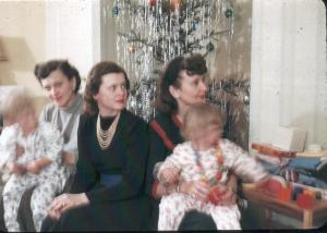 APG - 1947 Christmas - Helen, Anne & Dorothy with Doug and Judy