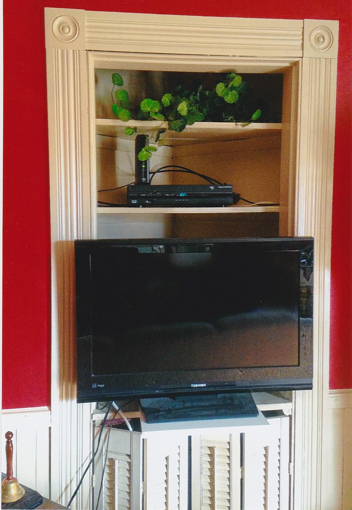 Trumbull House - 2018 - Corner cabinet in Living Room