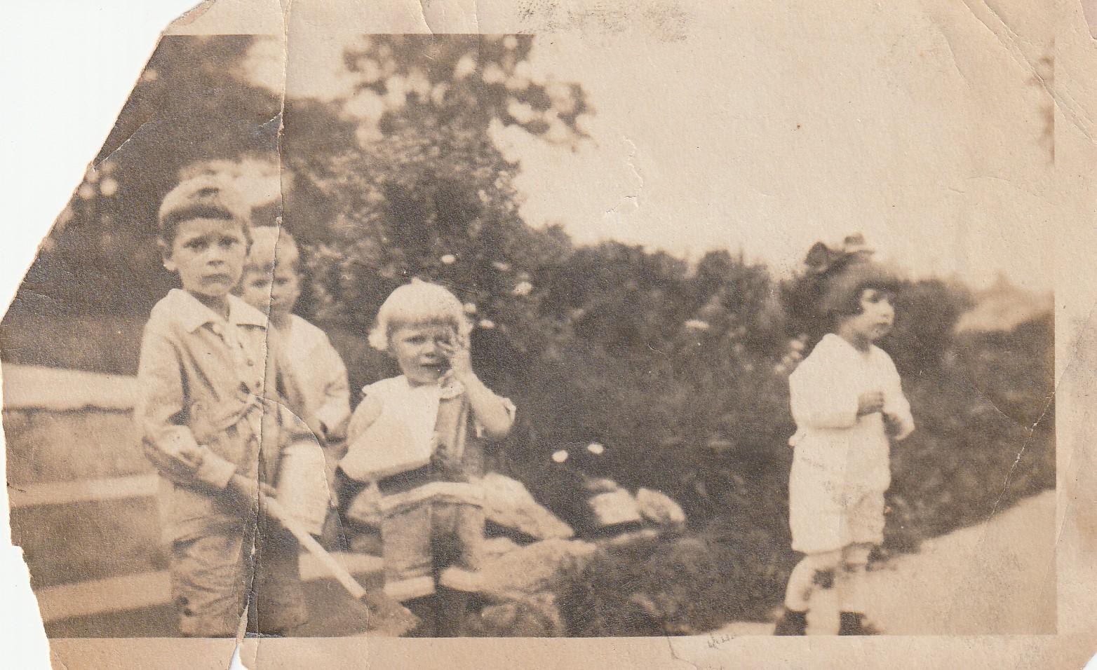 Guion kids - Daniels Farm Road (dirt) - about 1925