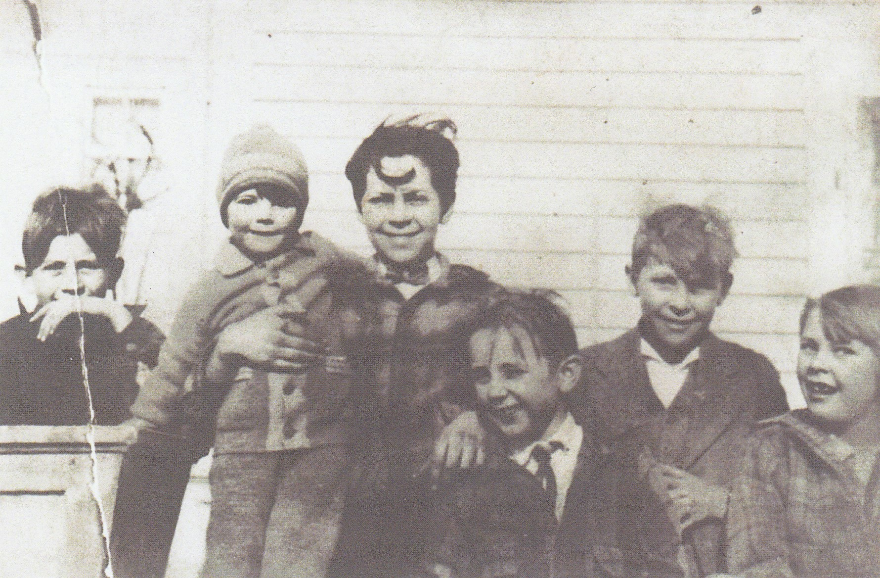 Guion Kids on side porch - @ 1928